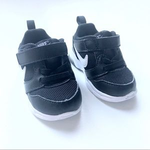 Size 4 - Nike Air Max Motion Baby / Toddler Shoe